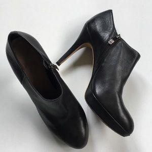 EUC Vince Camuto leather heels